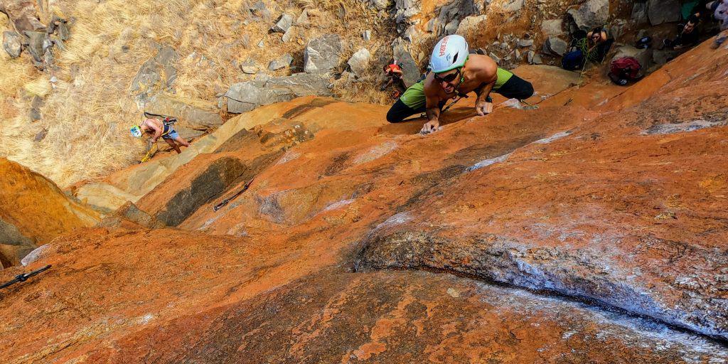 dos pies apoyados tecnica escalada